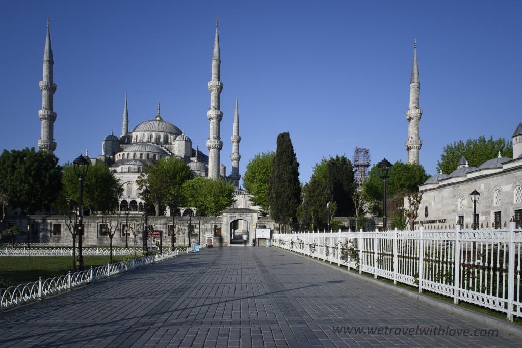 jeden z vchodov do areálu Modrej mešity