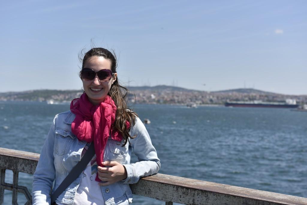 Fotka na Galastskom moste s výhľadom na štvrť Üsküdar v ázijskej časti Istanbulu