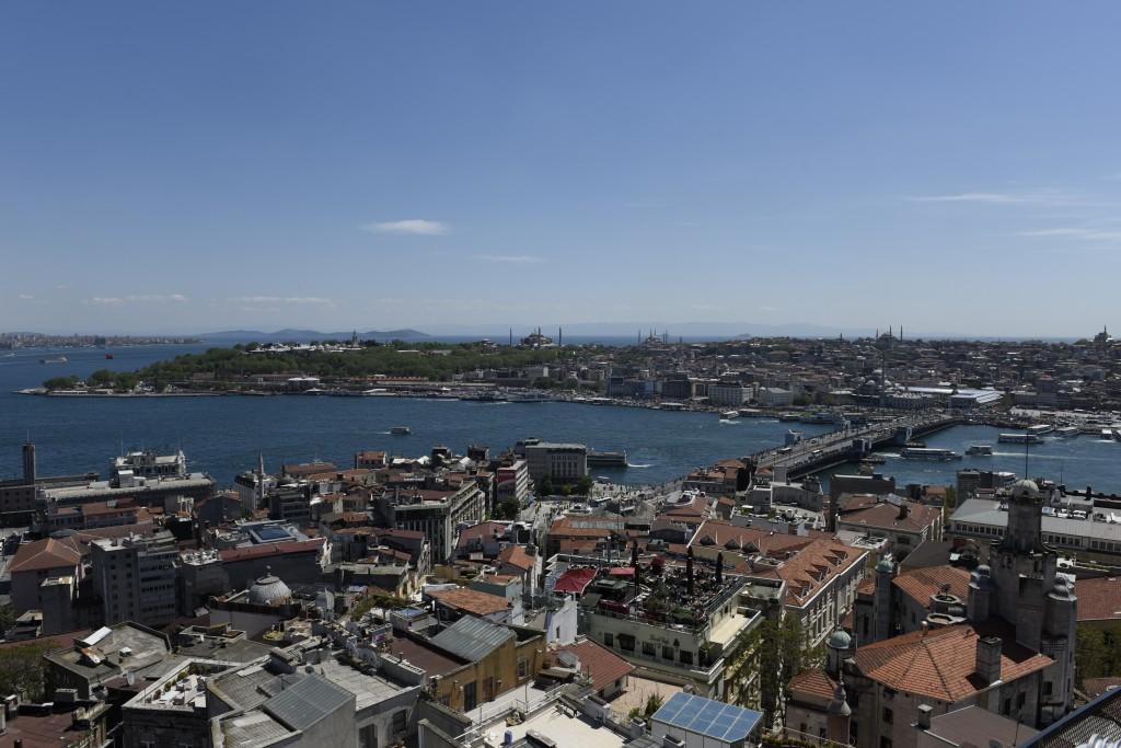 Výhľad na historickú časť Istanbulu - Palác Topkapi, Hagia Sophia, Modrá mešita