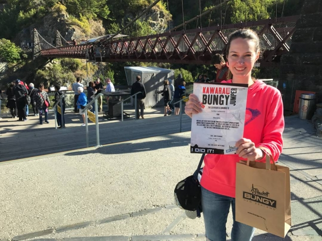 Kawarau Bridge bungy jumper certificate