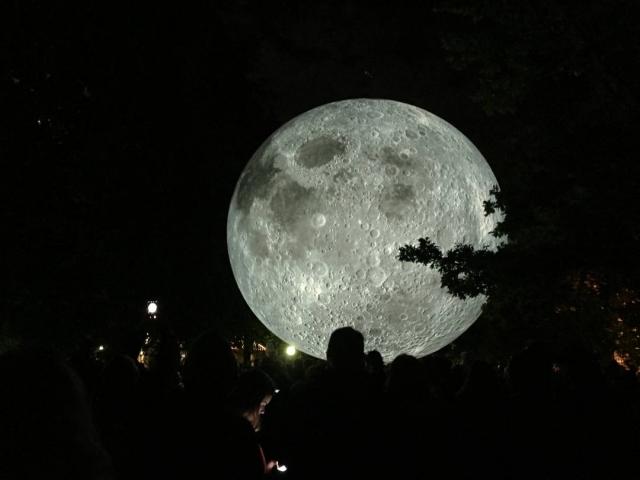 Mesiac Biela noc